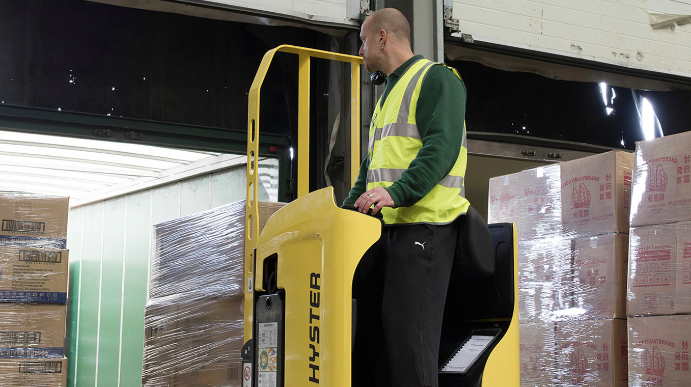 Hyster-Blog-Post-Image-Cross-Docking