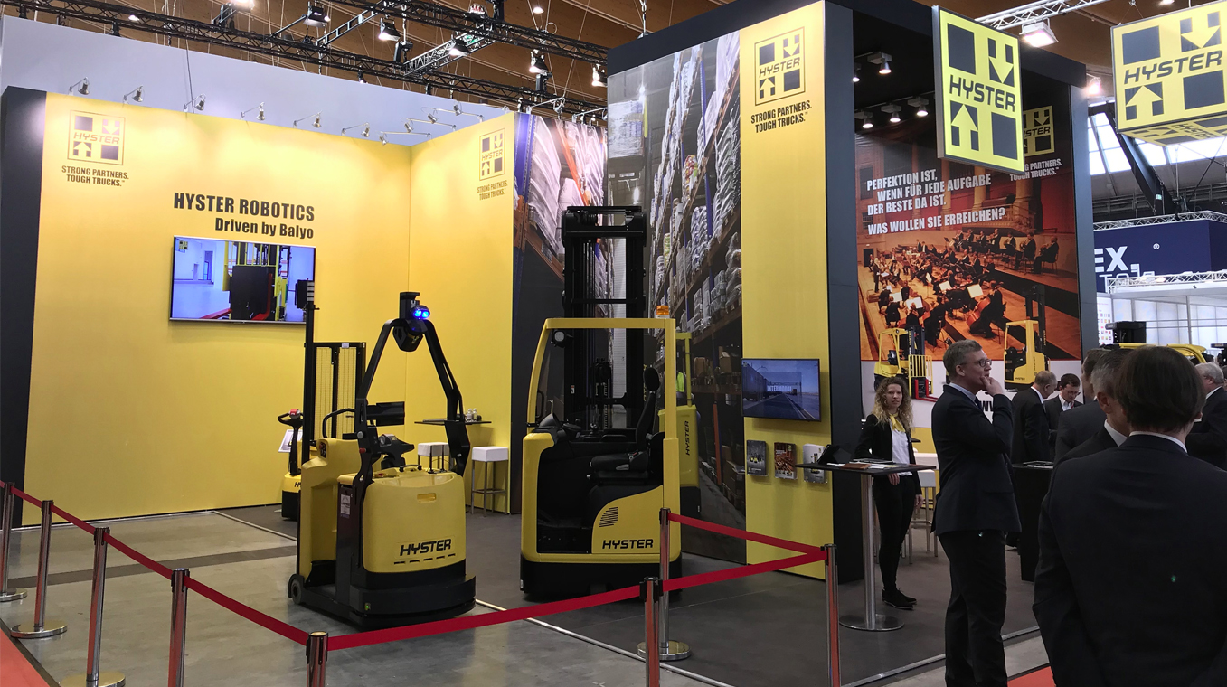 Intelligent robotics solutions with the Hyster LO7.0T tow tractor
